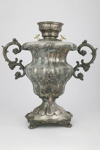 Самовар-ваза с цветочным бордюром