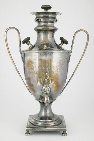 Самовар-ваза с гравировкой