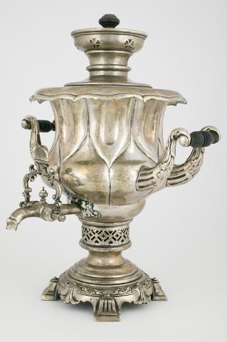 Самовар-ваза с литым декором