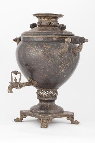 Самовар–ваза с фигурными ножками