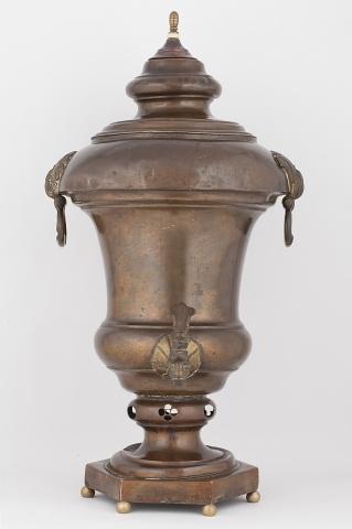 Самовар-ваза на шестиугольном поддоне