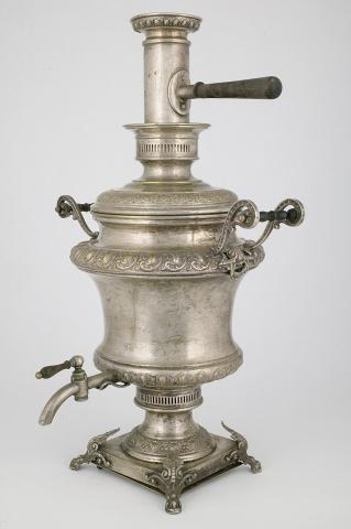 Самовар-ваза с чеканным декором