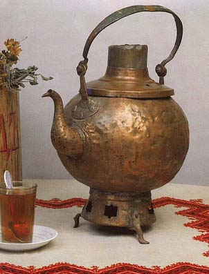 Tea-pot samovar (sbitennik). Late 18th cent.